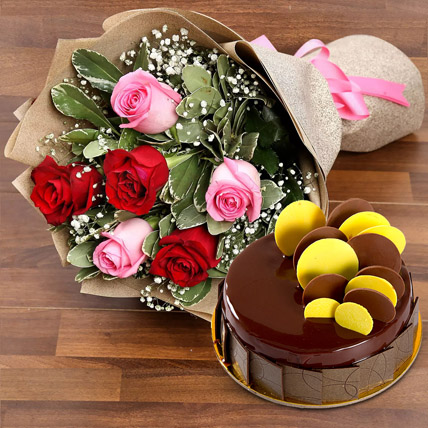 Beautiful Roses Bouquet With Chocolate Fudge Cake: Gifts Combos