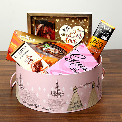 Luxurious Chocolates In Round Board Box: Valentines Day Chocolates