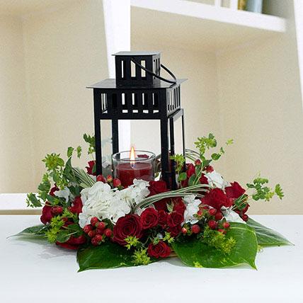 Ravishing Center Table Flower Arrangement: Christmas Decoration items