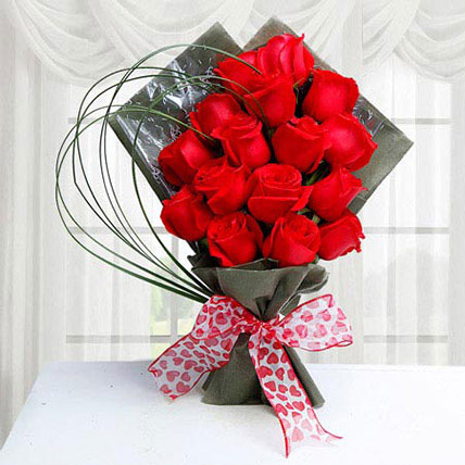 Red Roses for Valentine: Anniversary Gifts to Umm Al Quwain