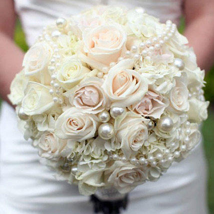 Sophisticated Bridal Bouquet: Flower Delivery for Bride