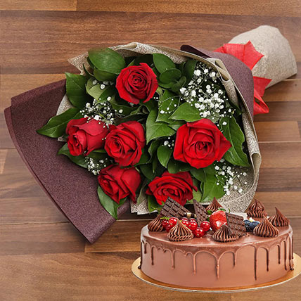 Elegant Rose Bouquet With Chocolate Fudge Cake: Cake and Flowers