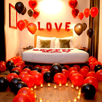 Picturesque Love Decor: Experiential Gifts