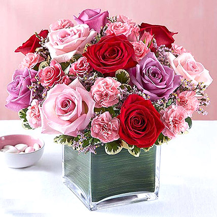 Bright Roses Vase: Flower Delivery In Umm Al Quwain