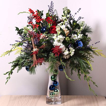 Festive Flower Vase: Send Christmas Flowers to Dubai