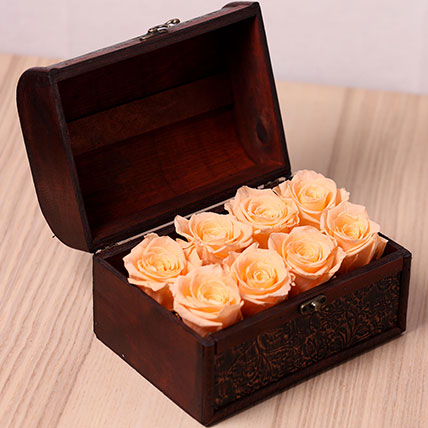 8 Peach Forever Roses in Treasure Box: Forever Roses