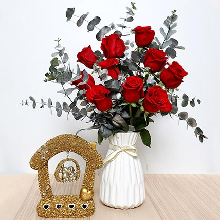 Red Roses Ceramic Pot  and Couple Idol: Valentine Gift Hampers to Umm Al Quwain