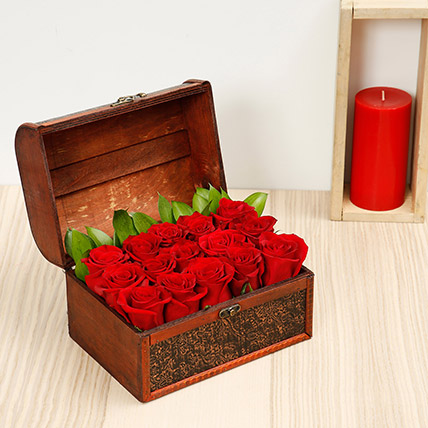 Red Roses Arrangement: Valentines Day Gifts