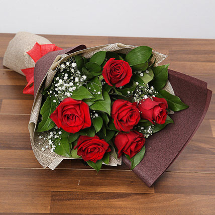 Romantic Roses Bouquet: Valentines Day Flowers to Sharjah