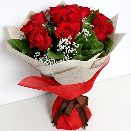 Bunch Of Ravishing Roses: Valentines Day Flowers for Boyfriend