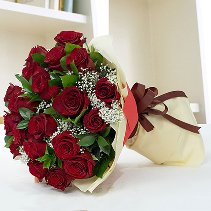 Lovely Roses Bouquet OM: Send Flowers to Oman