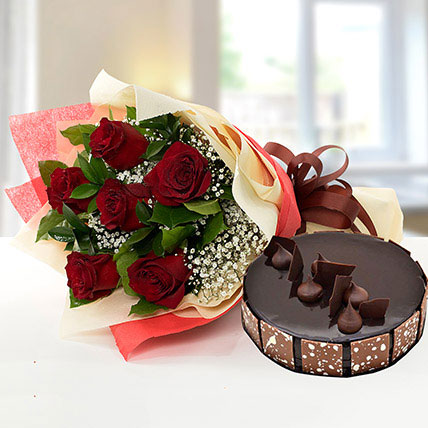 Elegant Rose Bouquet With Chocolate Cake SA: Flower Delivery Saudi Arabia