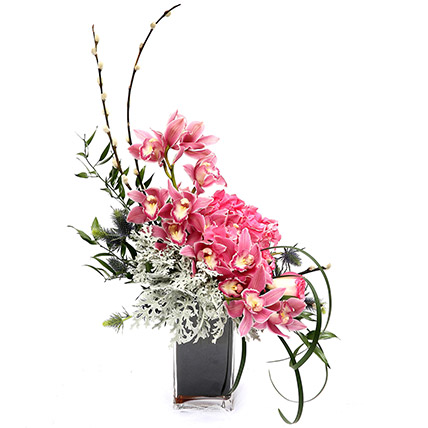 Exquisite Roses and Hydrangea Arrangement SG: Flower Delivery Singapore