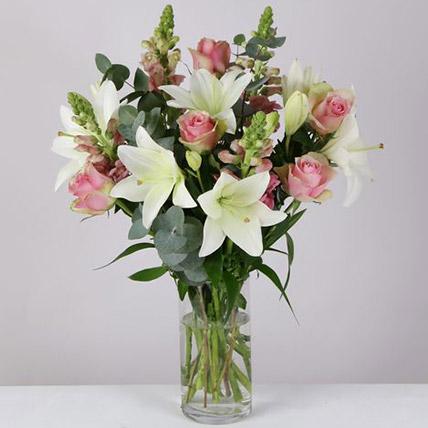 Sweet Love Floral Arrangement: Flower Delivery UK